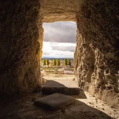 Las antiguas cuevas de las Bardenas Reales, Navarra.
