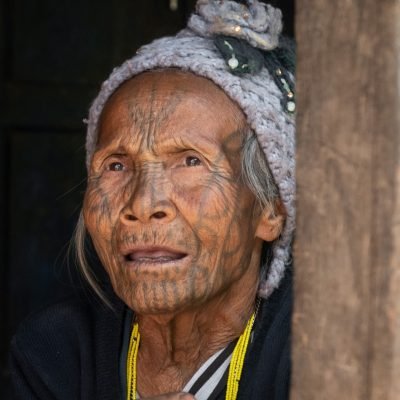 Las mujeres de cara tatuada de Birmania